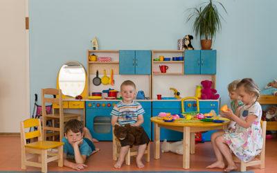 Laud ja toolid lastele